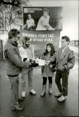 "Flyers with the text ""There is nothing more unsportsmanlike than apartheid"" shared by representatives of Swedish companies for South Africa in front of the Stockholm Open 1986"