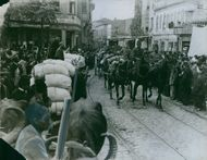 Soldiers arriving with their horses, 1914.