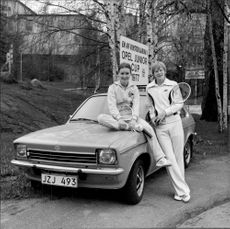 Lena Jacobsson and Stefan Svensson at one of the winning cars in the Open Junior Cup 1977