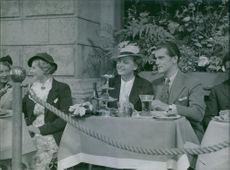 Kotti Chave and Birgit Tengroth sitting together during the take of Family Secret film in 1936.