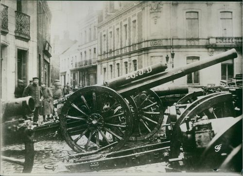 A huge cannons in the street in France during World War I, 1936.