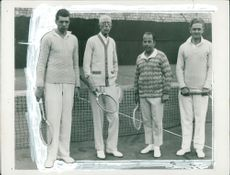 """King Gustaf V """"Mr. G"""" together with tennis players"""