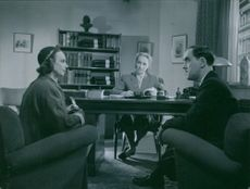A scene from the film Divorced.