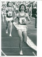 Sebastian Coe runs in goal after 1000 meters with new world record. Behind him is Willi Wülbeck from West Germany