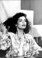 Bianca Jagger helps the Red Cross in England to raise money for Nicaragua