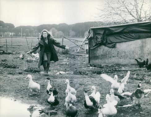 Senta Berger with birds.