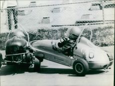 Two car collapsed during race.