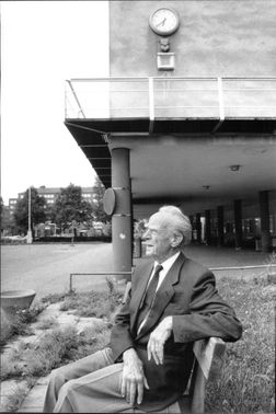 Nils Ahrbom in front of Sveaplans girls' work as he designed in 1936.