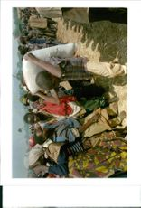 Rwanda war:relief workers carry food into the kibumba.