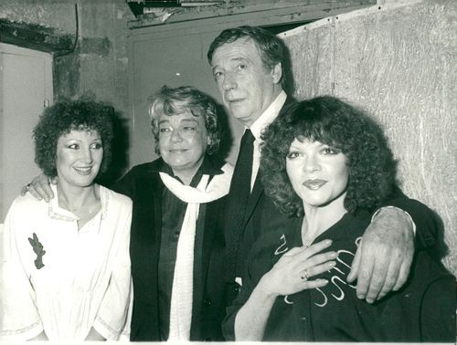 Yves Montand together with Evelyne Grandjean, Simone Signore and Catherine Allegret