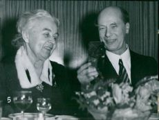 Sandviken becomes a city. Governor Sandler and Miss Göransson at dinner