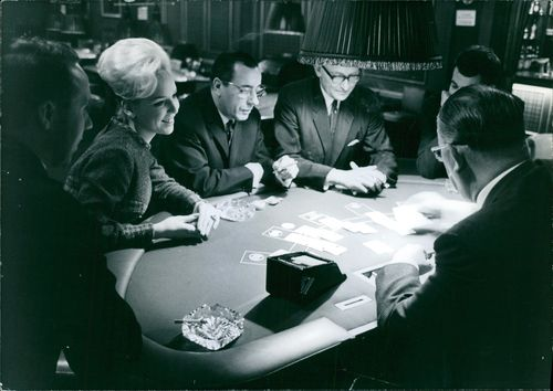 Woolfe Bechmasch playing cards with other people in a casino.  - 1965