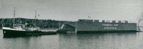 Finnboda floating dock in harbor