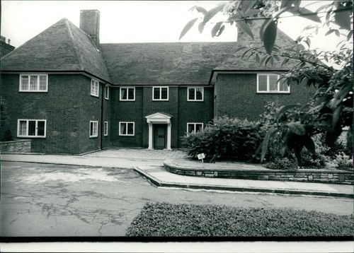 A view of the home of Ex-King Constantine of Greece at 4 Linnell Drive, Hampstead way.