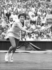 Margaret Court plays against Karen Krantzchke in Wimbledon