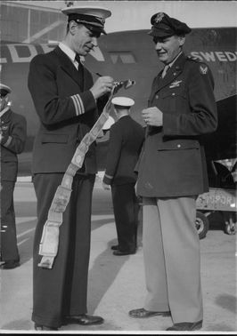 Trans Continental air mail.American Captain Moseley and Swedish chief pilot Ake Duvander.