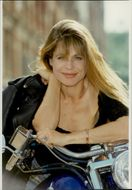 """Portrait image of Linda Hamilton taken in conjunction with the recordings of """"Terminator 2""""."""
