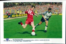 Steve McManaman and Peter Davenport during the FA Cup final between Liverpool and Sunderland