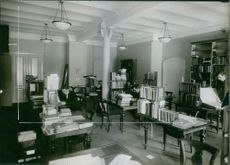 People searching a books in National Library of Sweden,  1924