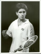 Israeli tennis player Amos Mansdorf