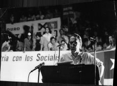 Carlos Altamirano giving speech in Chile.