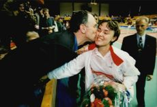 Swiss tennis player Martina Hingis is praised for the win.