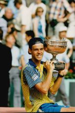 Gustavo Kuerten defeated Segi Bruguera and took home the win and the trophy in the French Open.