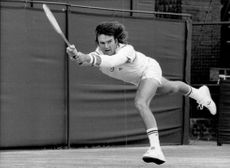 Jimmy Connors in action against Kevin Curren in Wimbledon