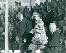 People applauding for man and woman, 1964.