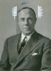 Louis Greig taught george VI to fly.