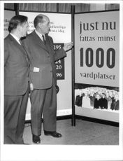 Dr. Olle Lövgren and President Axel Strand consider statistics in rheumatism care