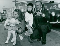 David Niven meets his wife Hjördis and daughters at the airport