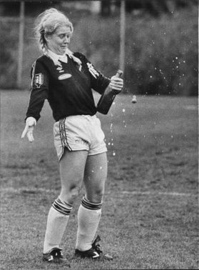 AIK's football player Titti Jonsson opens the victory campaign.