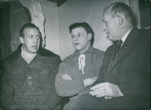 Eric Persson, Börje Tapper and Allan Karlsson having a conversation.