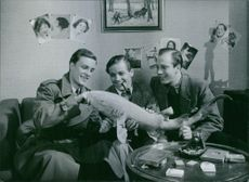 "Alf Kjellin, George Fant and Willy Peters in a scene from ""Den ljusnande framtid"". 1940."