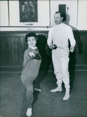 Italian actress Silvana Pampanini is learning fencing at a fencing school.