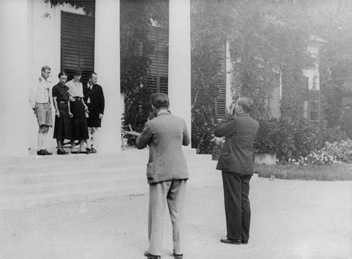 Duke of Windsor being photographed.