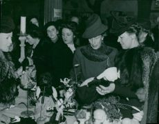 Louise Mountbatten buys dolls in the French Christmas market