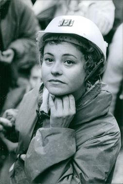 Woman about to open her helmet.