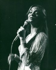 Crystal Gayle performs at the London's Rainbow Theater