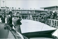 People gathered to see Carlos Hugo and Princess Irene, 1964.