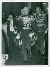 The four heads of state in the Nordic region on their way to Soaré in the national gallery. From left President Kyösti Kallio, King Haakon, King Gustaf V and King Christian