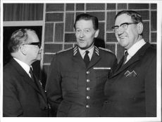 Öb Stig Synnergren flanked by the governors, Gösta Elfving and Ragnar Lassinantti at the Swedish Civil Defence League annual meeting