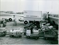 Loading and unloading of the Douglas DC-8.