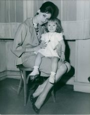 Regine Rumen posing with her cute little daughter. Photo take on October 6, 1965.