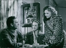 Alf Kjellin as Martin Grande, Anita Björk as Frida Grande and Gunn Wållgren - Rut Köhler in the film Kvinna utan ansikte (Woman Without a Face), 1947.