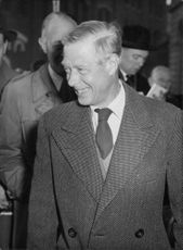 Duke of Windsor smiling on his arrival at Victoria Station, New York.