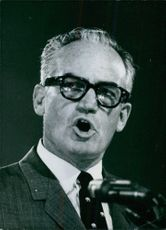 Barry Goldwater delivering speech.