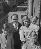 "Family photograph of Johan Jonatan ""Jussi"" Bjorling."