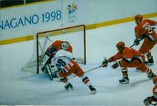 Players of Republique Tcheque and USA playing Hockey during 1998 Olympics.